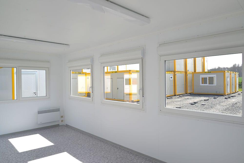 des travaux un container pour bureau. Black Bedroom Furniture Sets. Home Design Ideas