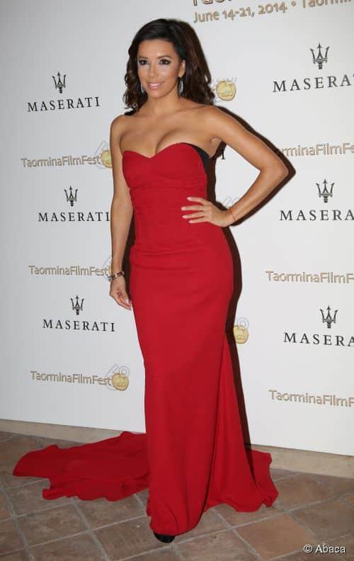 Eva Longoria en robe rouge bustier