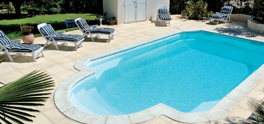 Piscine coque acrylique amazing vue de la piscine with for Piscine coque acrylique prix