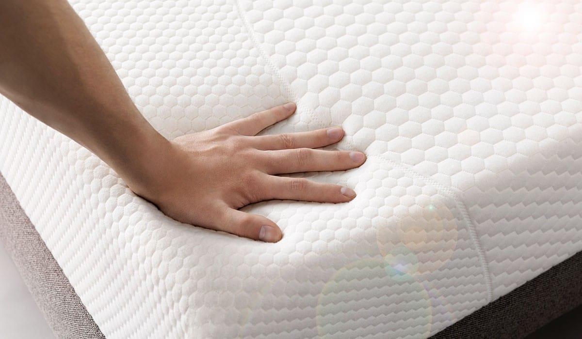 meilleur matelas pour mal de dos great matelas en mousse mmoire de forme avec tissu coolmax. Black Bedroom Furniture Sets. Home Design Ideas