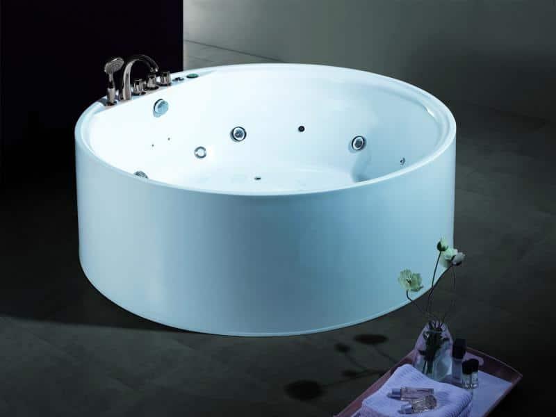 une baignoire hydromassante chez soi pourquoi pas echo web. Black Bedroom Furniture Sets. Home Design Ideas