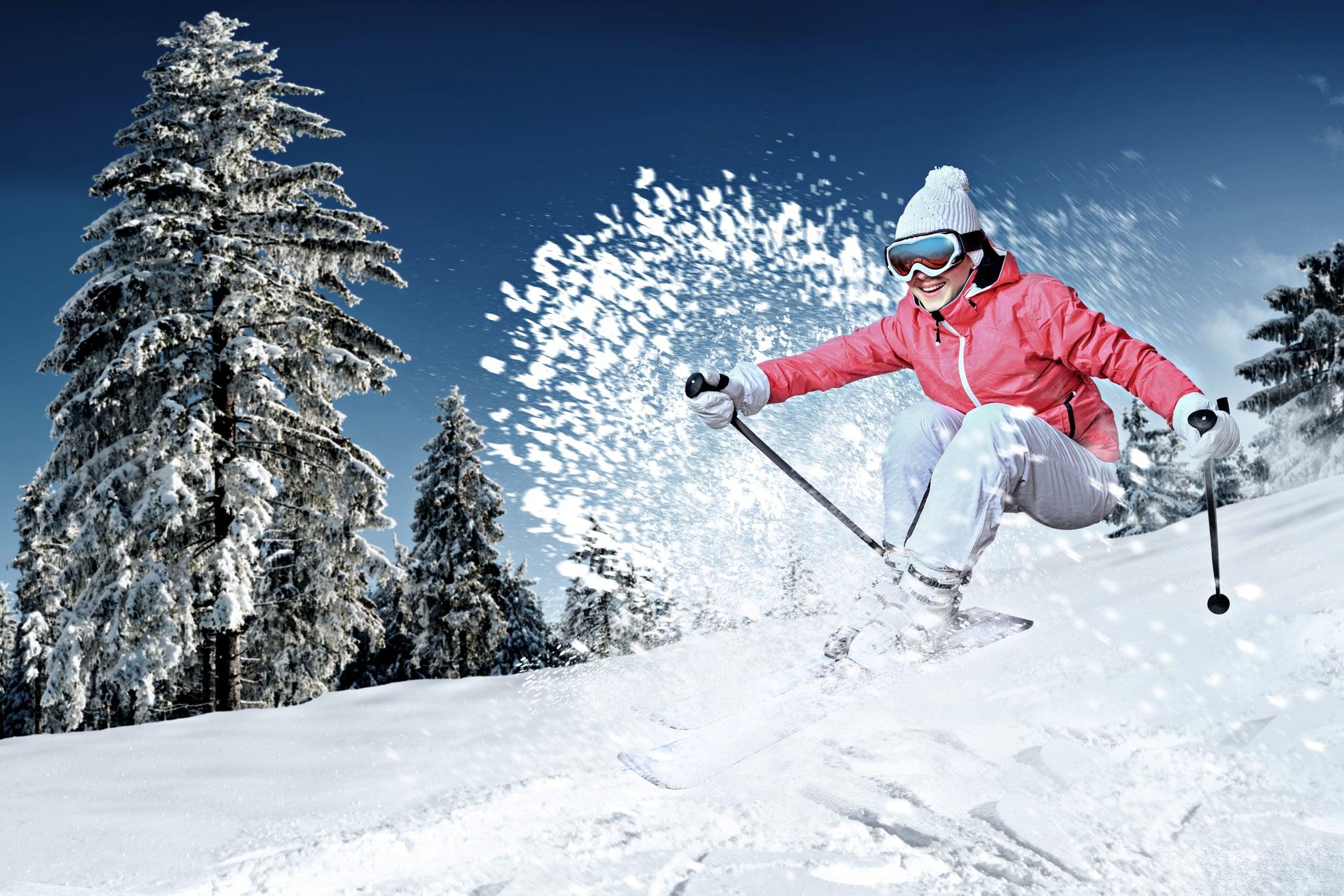 Skieur prenant du plaisir