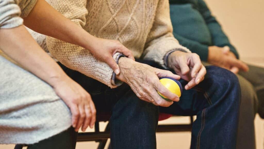 Une personne âgée en maison de retraite