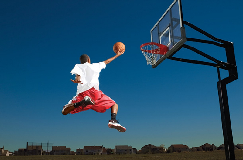 Un panier de basket mural